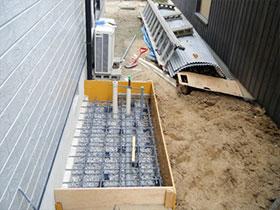 コンクリートを入れる為の型枠を作成します。