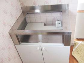 オーブンの代わりに据え置き台を設置します。据え置き枠を組み立てます。